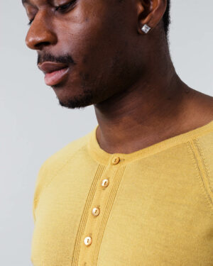FOGG_Gildeskal_Long-Sleeve_Under_Mustard-Yellow_Senneps-Gul_Front.jpg