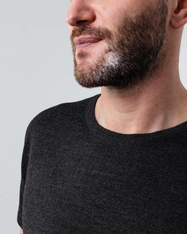 FOGG_Gildeskal_T-Shirt_T-Skjorte_Classic_Klassisk_Grå_Grey_Front_Detail.jpg